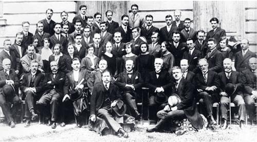 Първият випуск на МФ – 1924 година