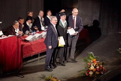 Награждаване на абсолвента Радослав Ангелов