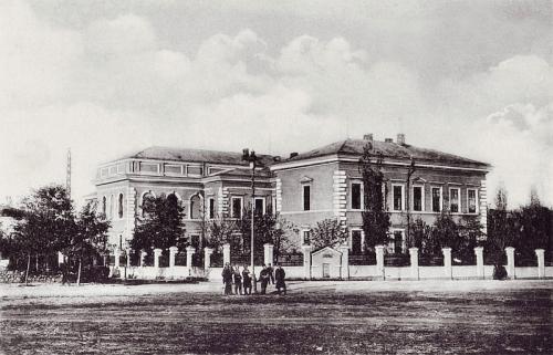 Предклиничен учебен център на Мудицински факултет. (Бившата Първа мъжка гимназия на ул. Дунав 2)